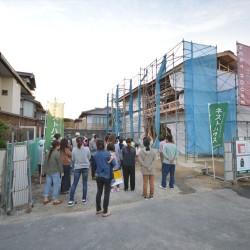 上棟式餅まき | 岩国市で新築一戸建て注文住宅を建てるならネストハウス