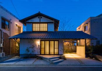 夜の和風住宅 | 岩国市で新築一戸建てならネストハウス